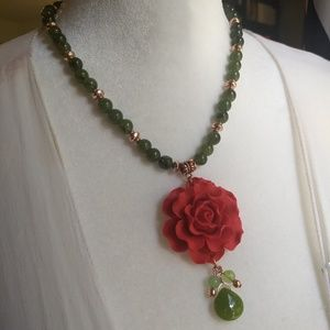 Jewelry - Gorgeous red rose flower jade necklace